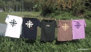自給用の田畑をやりながら、米と米作りの先人達に敬意と感謝の気持ちを込めて表現したTシャツをデザインしています。